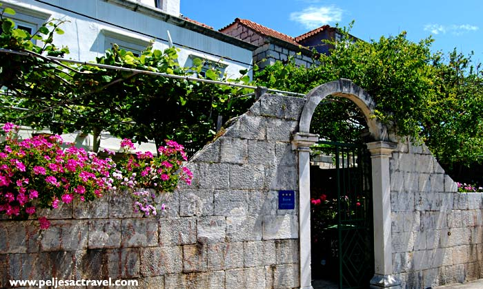 gate to small hotel on peljesac